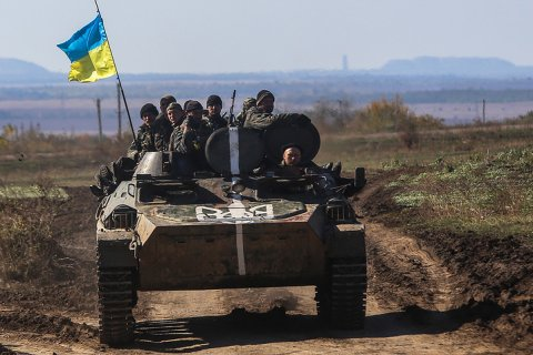 За два дня украинская армия почти 1000 раз обстреляла Донбасс