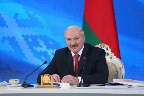 Лукашенко поручил госслужащим до 1 апреля трудоустроить жен и любовниц