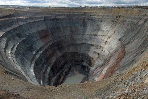 На руднике «Алросы» вода затопила шахту. Под землей находятся 148 человек