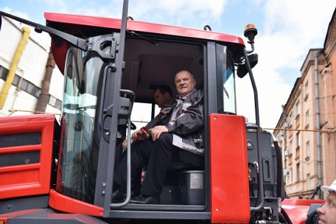 Руководство КПРФ добилось дополнительной поддержки сельхозмашиностроения на 14 млрд рублей