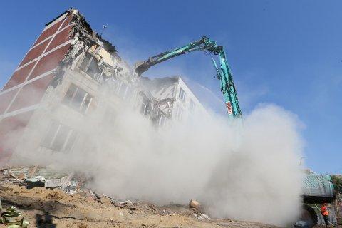 Опрос: Москвичи назвали отмывание денег главной целью сноса пятиэтажек
