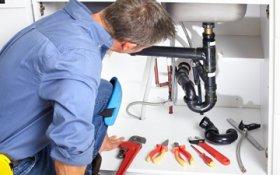 Какие обязанности возложены на слесаря-сантехника в ЖКХ