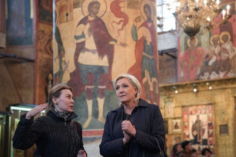 Ле Пен вышла в лидеры президентской гонки во Франции