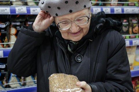 Из-за падения доходов пенсионеров беднеет все население России