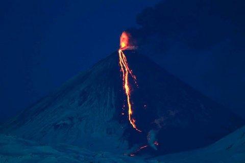 Вулкан Ключевской выбросил пепельный поток на 6 км