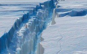 От Антарктиды откололся айсберг площадью в две Москвы. Подробности