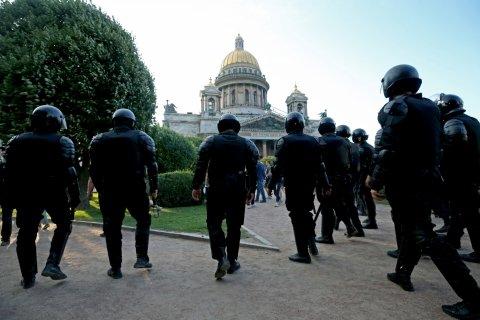 Опрос: Почти 60% россиян считают, что власти не наладят жизнь в стране