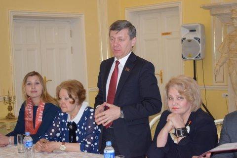 Партшкола: «Женский батальон» КПРФ подготовлен в Подмосковье