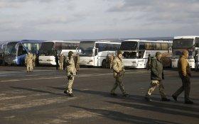 В Донбассе прошел обмен пленными. Часть отказалась возвращаться