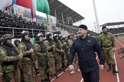 СМИ рассказали о конфликте Сечина и Кадырова