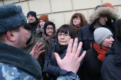 Единоросы предложили приравнять народные сходы к политическим демонстрациям
