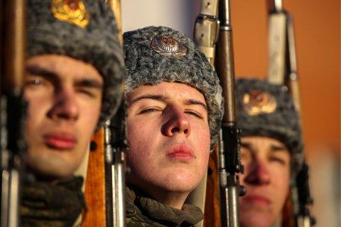 «Контрактная армия не нужна»: Россияне выступают за сохранение службы по призыву