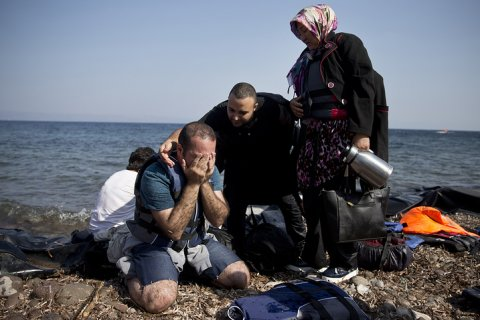 Лодка с сотнями мигрантов затонула у берегов Греции
