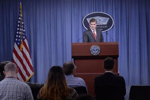 США предпринимают меры безопасности после угрозы сбивать американские самолеты