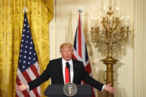 Трамп обсуждает введение санкций в отношении России из-за Сирии
