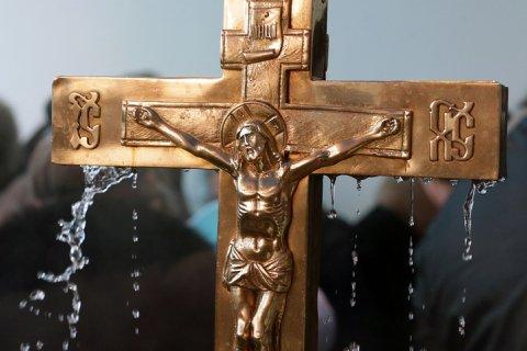 Миллионы людей празднуют День Крещения Руси