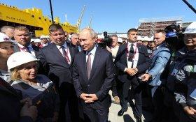 Путин поспорил с рабочими о том, сколько они зарабатывают