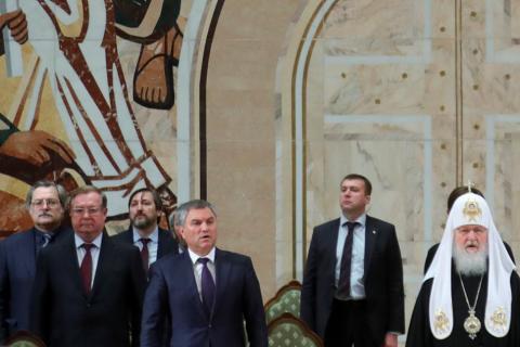 Володин предупредил о недопустимости свержения законных правителей