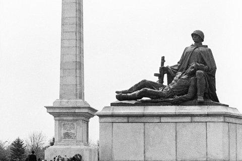 В Польше не отказываются от сноса советских памятников