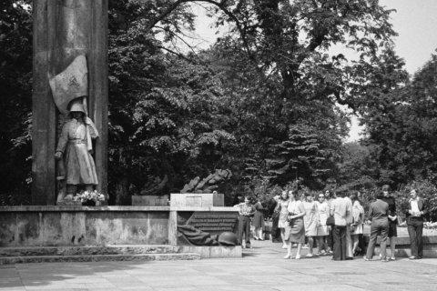 Сейм Польши принял поправки к закону о сносе 250 памятников Красной Армии