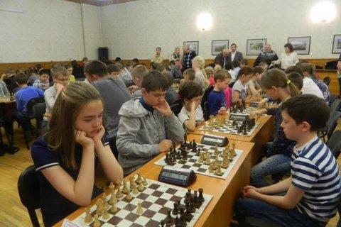 Мэр Новосибирска Анатолий Локоть открыл турнир «Шахматная королева»