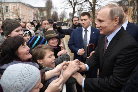Администрация президента испугалась протестов из-за повышения пенсионного возраста. План: Представить Путина «добрым царем»