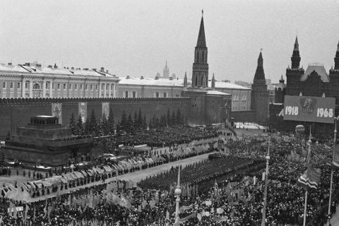 Дорогой бесстрашия и созидания. Геннадий Зюганов поздравил комсомол со 100-летним юбилеем