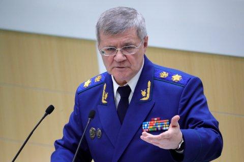 Генпрокурор Юрий Чайка попросил Дмитрия Медведева повысить прокурорам зарплаты в два раза