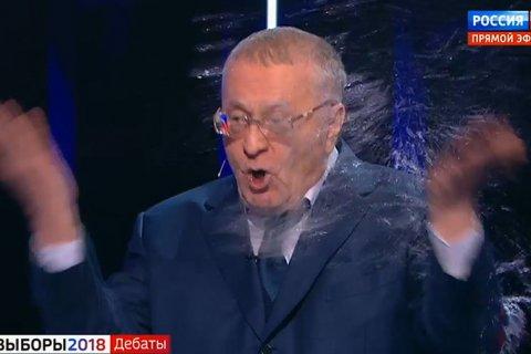 Жириновский в ходе теледебатов обругал матом Собчак, а она облила его водой