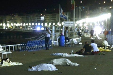 В Ницце грузовик задавил около 300 человек. Подробности. Видео