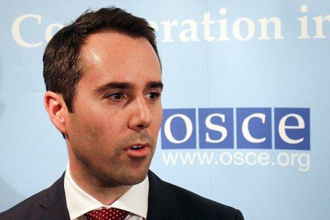 США: Россия продолжает отправлять оружие и военных в Донбасс