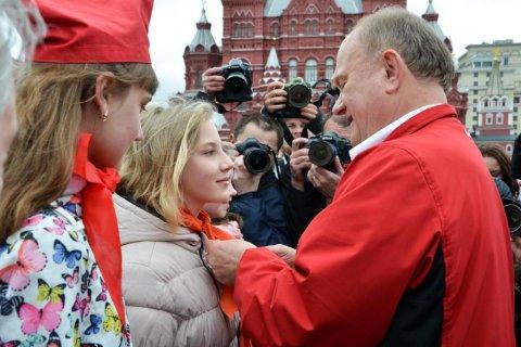 КПРФ на Красной площади приняла в пионеры более 5 тысяч школьников