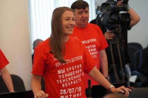 В думе Владивостока единороссы вместо обсуждения пенсионной реформы решили обсудить рододендрон