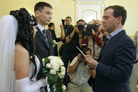 Количество браков в России уменьшилось на сотни тысяч