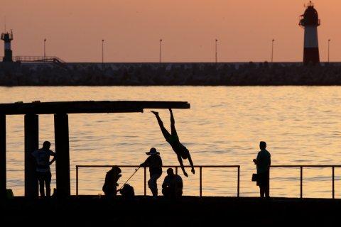 В Сочи запретили ходить на пляжи после восьми вечера