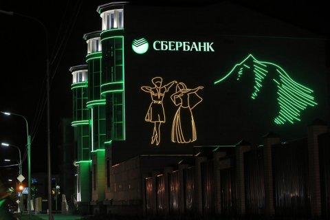 Главу Сбербанка в Чечне объявили в розыск за обналичивание 1 млрд руб. Ранее сообщалось, что власти республики вымогали у него 30 миллионов рублей
