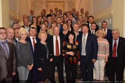 Общественные и политические организации России подписали меморандум о поддержке КПРФ на выборах