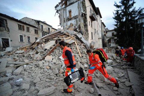 В Италии землетрясение разрушило половину города (обновлено)