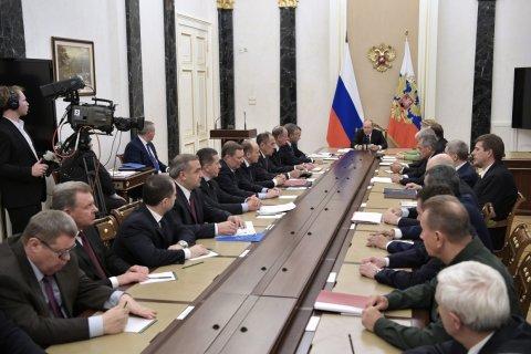 Опрос: Россияне назвали отсутствие заботы о простых людях главным минусом Путина