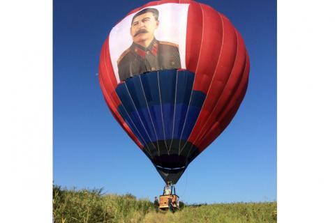 В Пятигорске в фестивале воздухоплавателей приняли участие калужские спортсмены на аэростате с портретом Сталина
