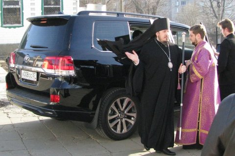 «Иисус Христос тоже носил дорогие одежды» — так объяснили в Орловской епархии РПЦ покупку джипа за 6 млн рублей