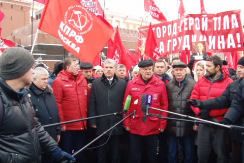 Павел Грудинин и представители левых сил возложили цветы к Мавзолею Ленина